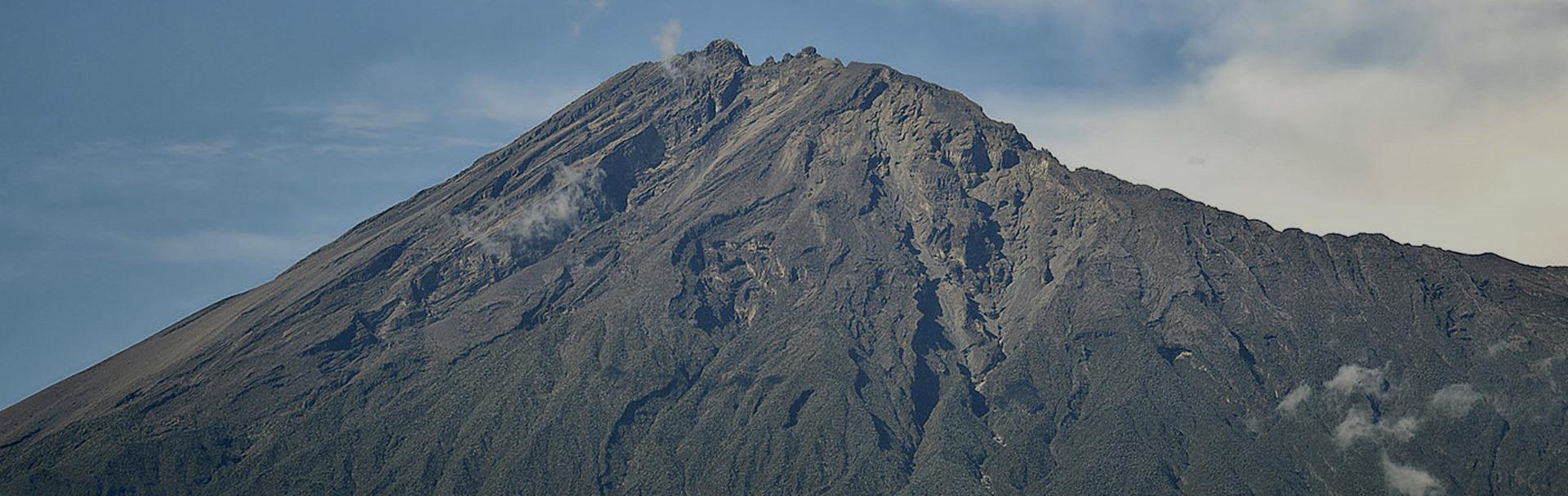 mount-meru-climbing-banner
